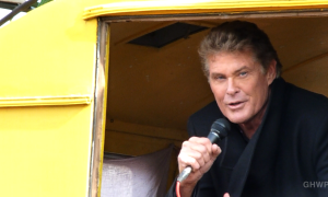 David Hasselhoff sings at the wall to save the East Side Gallery